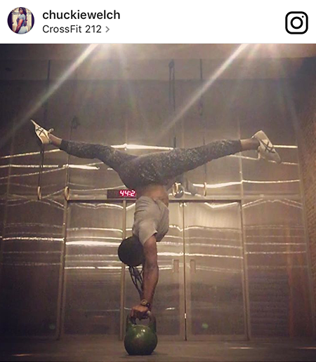 CrossFitter Quiana doing a handstand